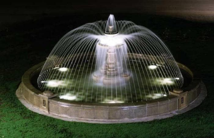 освещение мраморного фонтана