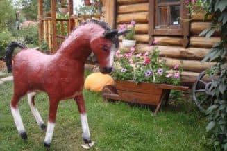 лошадь из монтажной пены