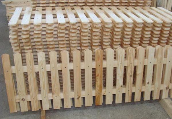 Штакетник из дерева в готовых секциях