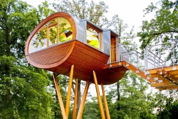 Овальный домик из дерева