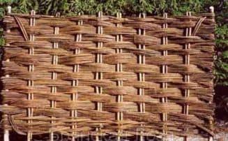 изгородь, плетеная своими рукмаи