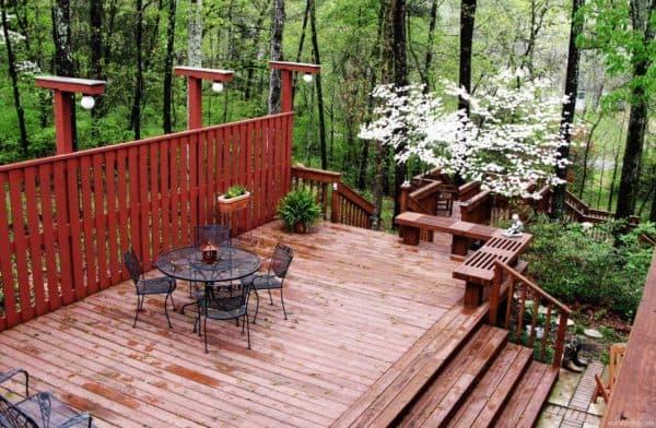 Деревянная терраса, пристроенная к дому