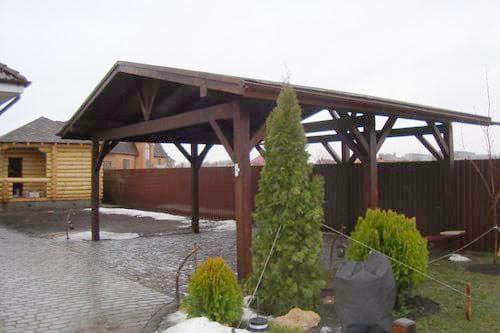 Деревянный навес для мангала