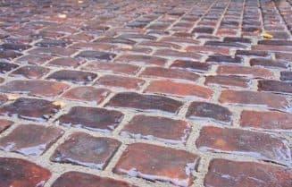 укладка тротуарной плитки +на сухую смесь по старинной технологии