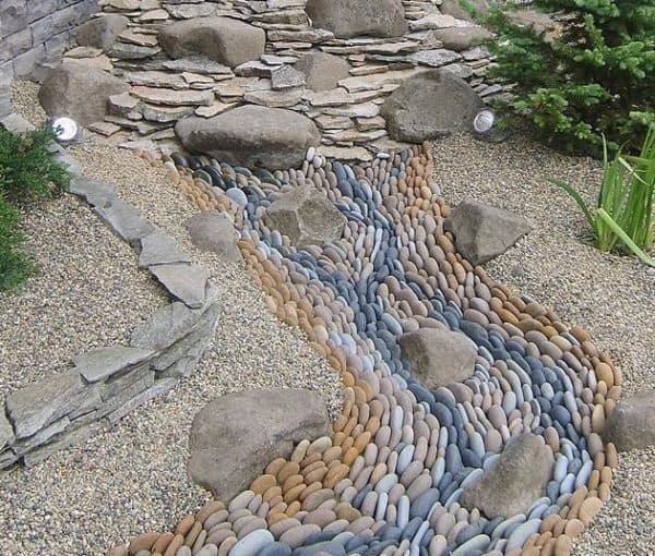 сухой ручей в ландшафтном дизайне зрительно увеличивыет участок