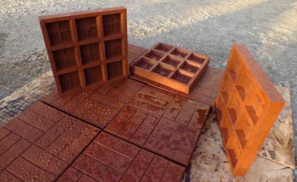 полимерно песчаная тротуарная плитка вид с обеих сторон