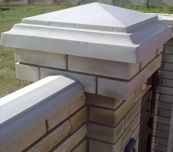 колпаки на столбы забора из бетона различной формы