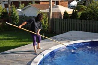 чистка бассейна своими руками
