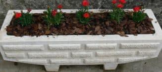 уличные бетонные цветочницы