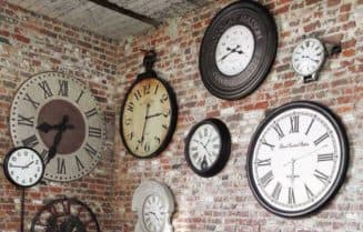 уличные часы на стену на даче