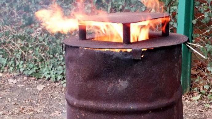 Можно ли сжигать мусор на своем участке в бочке
