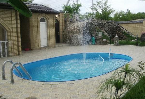 каркасный бассейн с массажами и фонтанами для дачи
