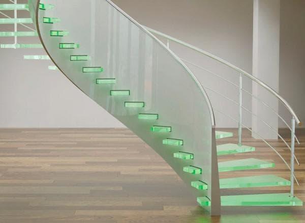 Освещение ступеней из стекла