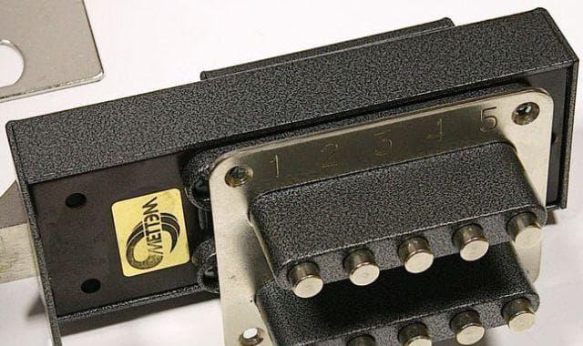 кодовый замок на калитку из профнастила