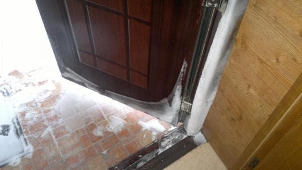 утепление входной двери для частного