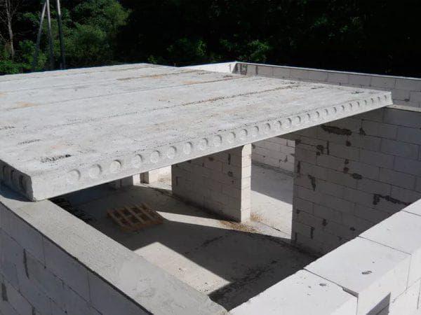 железобетонные плиты первого этажа в доме из газобетона