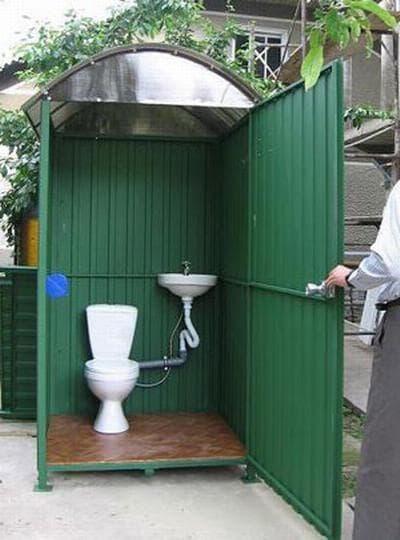 туалет с унитазом для дачи