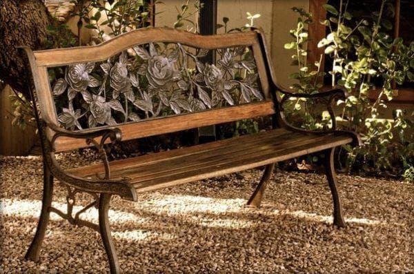 парадная скамейка для дачи из дерева