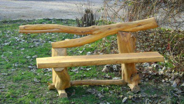 Водная скамейка для дачи из дерева