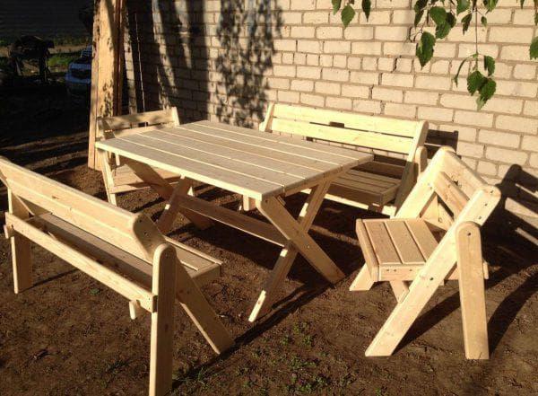 сезонная скамейка для дачи из дерева