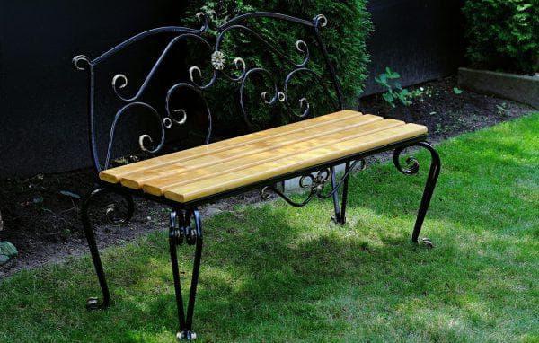 Лавочка для сада с деревянным сидением
