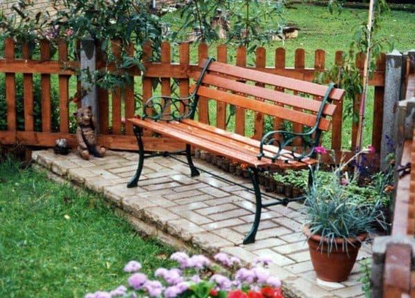 обзорные водные скамейки из дерева и металла