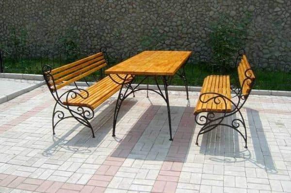 скамейка для обеда из дерева и металла
