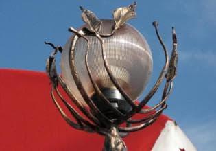 оригинальный светильник на столб