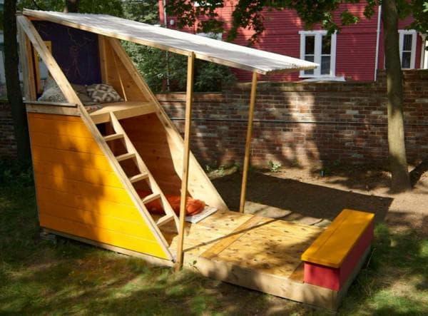 Треугольный детский домик