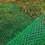 Пластиковая сетка для ограждений, виды и использование