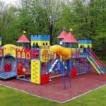 Какой должна быть детская спортивная площадка для дачи?