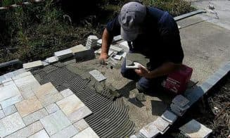 как положить тротуарную плитку на бетонное основание своими руками
