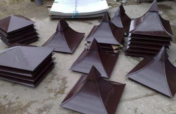 колпаки на столбы забора из металла