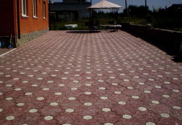 укладка тротуарной плитки клевером