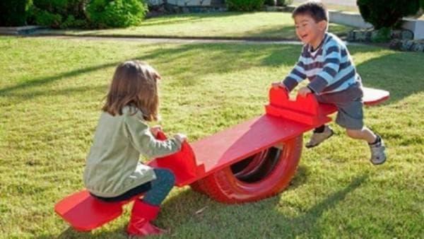 скамейка-качалка для детской площадки
