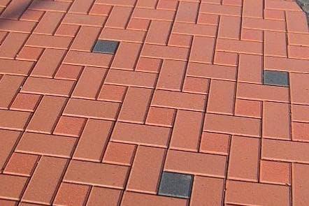 укладка тротуарной плитки формы кирпич