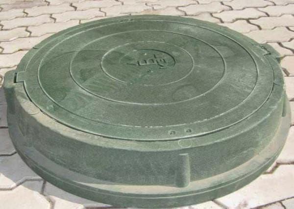 пластиковая крышка для канализационного колодца
