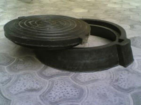 пластиковая крышка для колодца Харьковские люки от компании «Сезим»