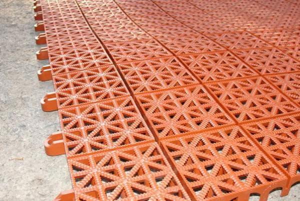 пластиковая плитка для дорожек на даче тротуарная