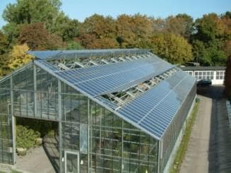 Солнечные батареи на теплице