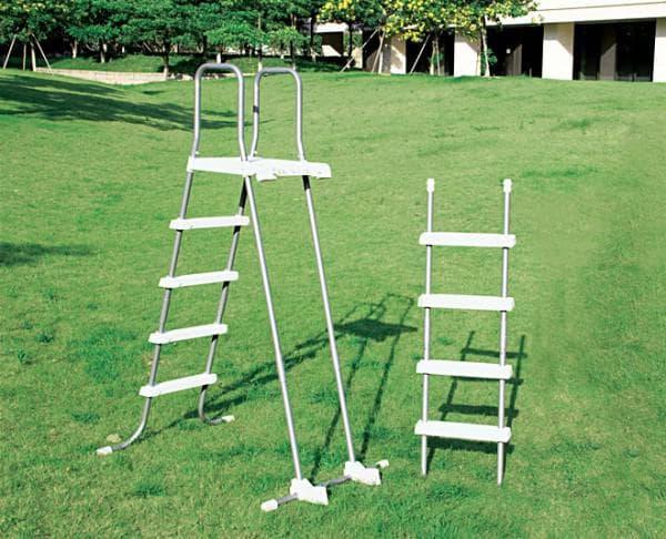 лестницы для пластикового бассейна