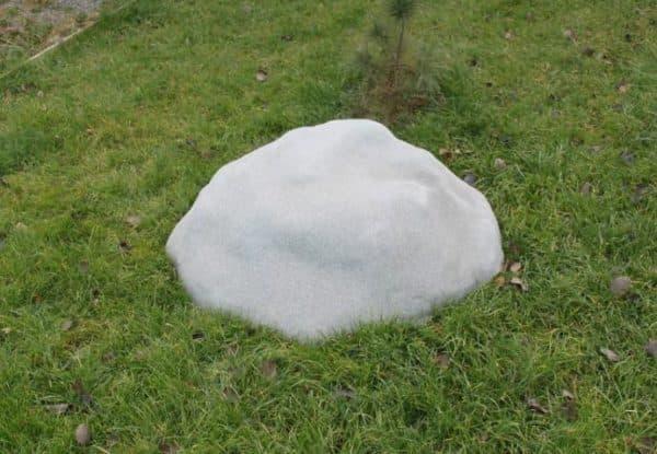 пластиковая колодезная крышка имитирующая камень