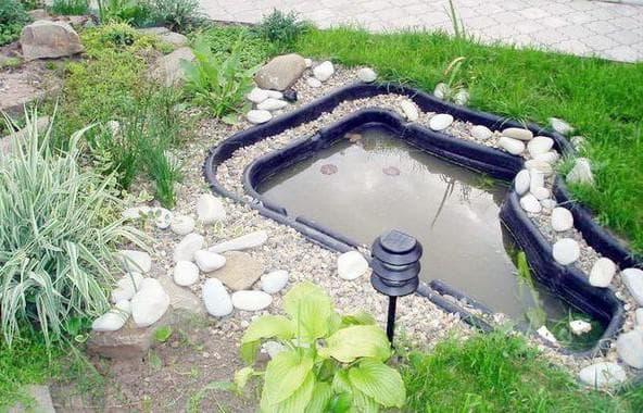 пруд пластиковый садовый и оформление