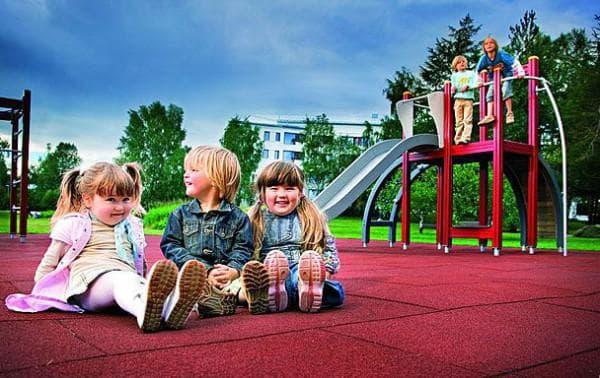 покрытие для детских площадок резиновые плиты