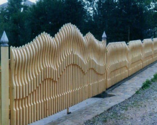 Неокрашенная ограда