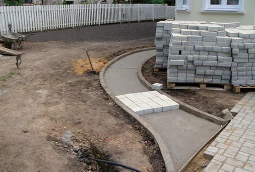 как положить тротуарную плитку на бетонное основание тратуар