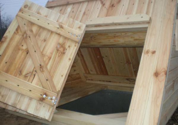 дверца для домика для колодца