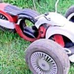 мотоцикл из покрышек для детской площадки