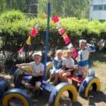 кораблик из шин для детской площадки