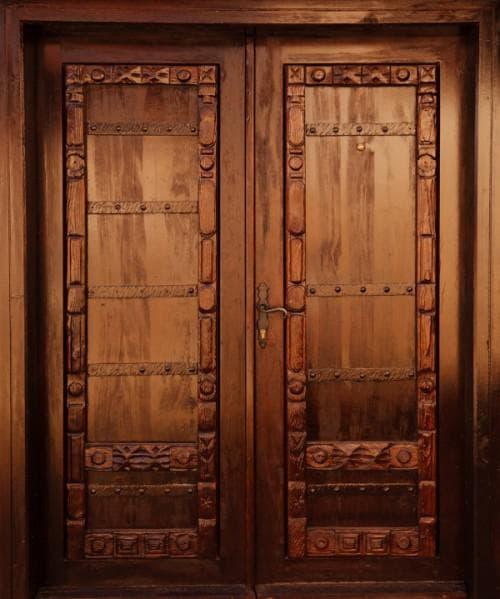 деревянные двери из сплошного массива
